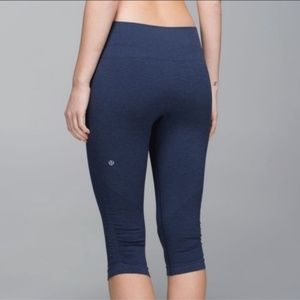 Lululemon In The Flow Crop Capri | 8 | Navy